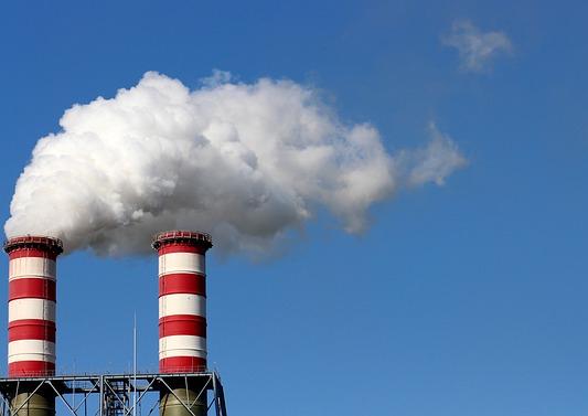 冷風機(業務用)は倉庫・工場・イベントなど様々なシーンで活躍-『Port a cool』は省エネにも役立つ!-。業務用の冷風機が導入される工場のイメージ画像